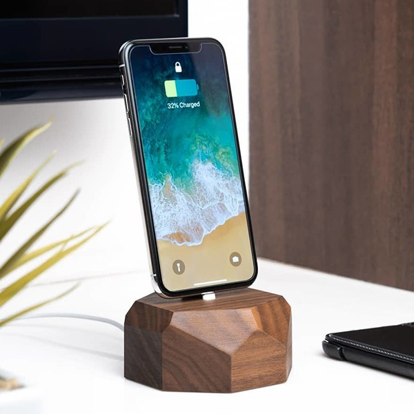 Док-станция Oakywood iPhone Dock Lightning Walnut ореховое дерево