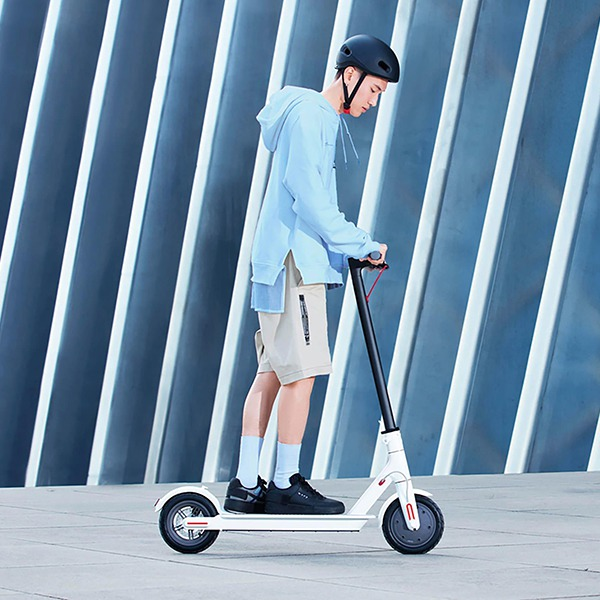 Электросамокат Xiaomi Mi Electric Scooter 1S White белый