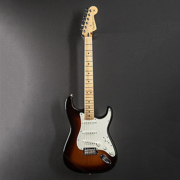 Электрогитара Fender Player Stratocaster 3-Color Sunburst Maple коричневая